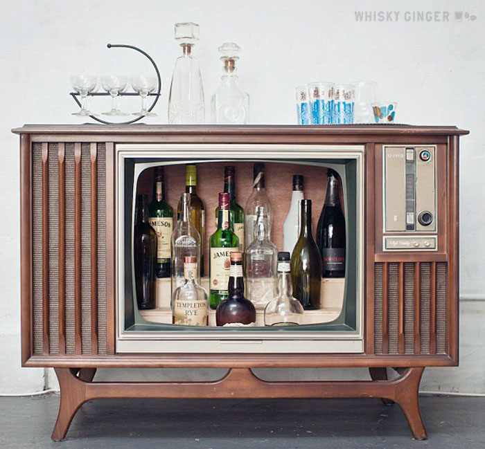Upcycled DIY Idea Vintage TV Bar 1